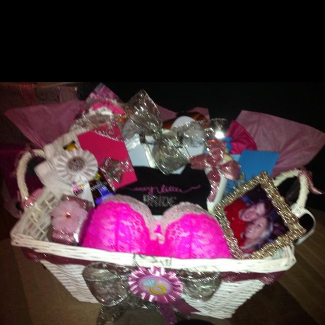 Honeymoon Wedding Gift: 17 Best Ideas About Honeymoon Basket On Pinterest