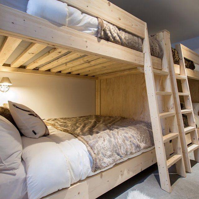 Avoir assez de place pour inviter des amis! #bunkbed #bed #bedtime #scandinavian #scandinavia #nordic #fur #fauxfur #design #interiordesign #modern #minimalist #minimal #minimalism #wood #woodwork #cabin #alpine #charlevoix #quebec #canada #tolomeo #ikea #villaboreale @lusinequebec