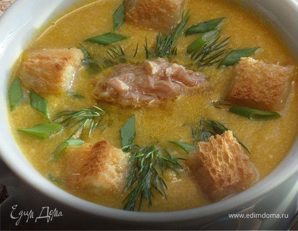 Кукурузный суп-пюре с тунцом. Ингредиенты: тунец консервированный, кукуруза консервированная, морковь