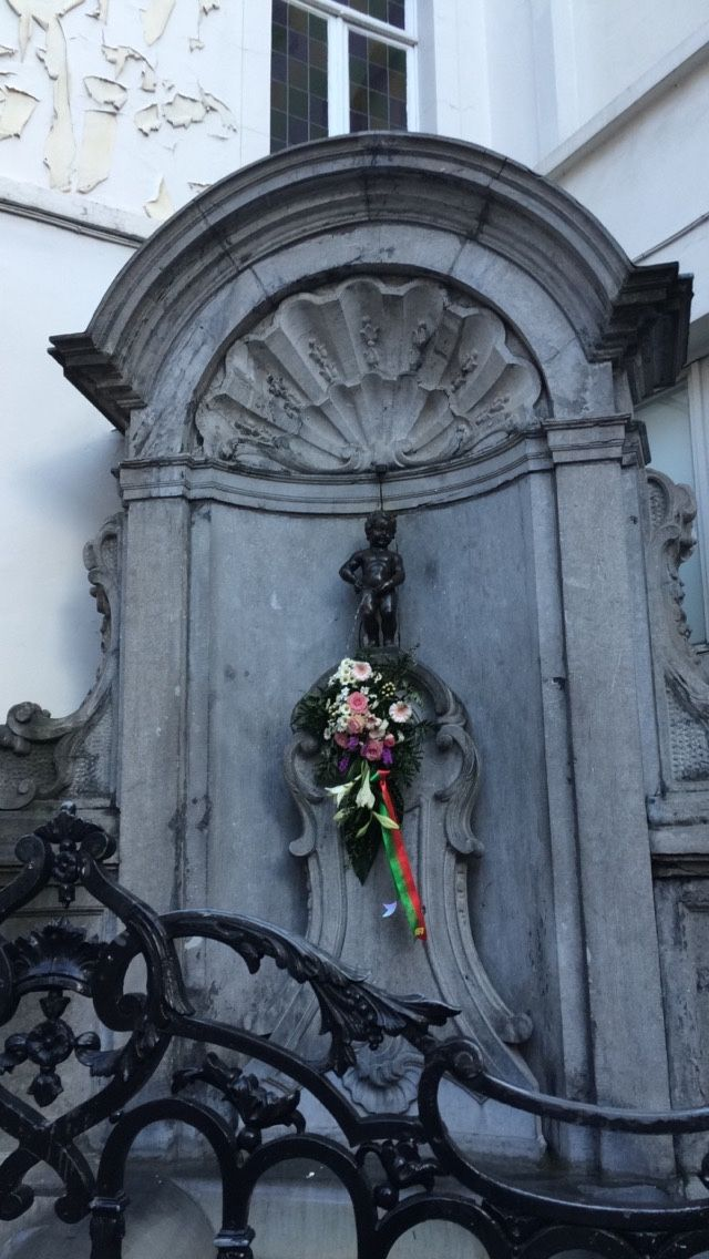 Manneken Pis - Brussels famous peeing statue