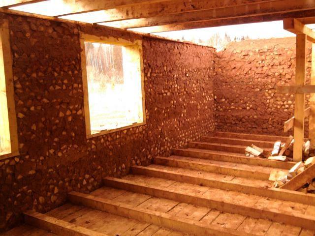 дом из дров и глины