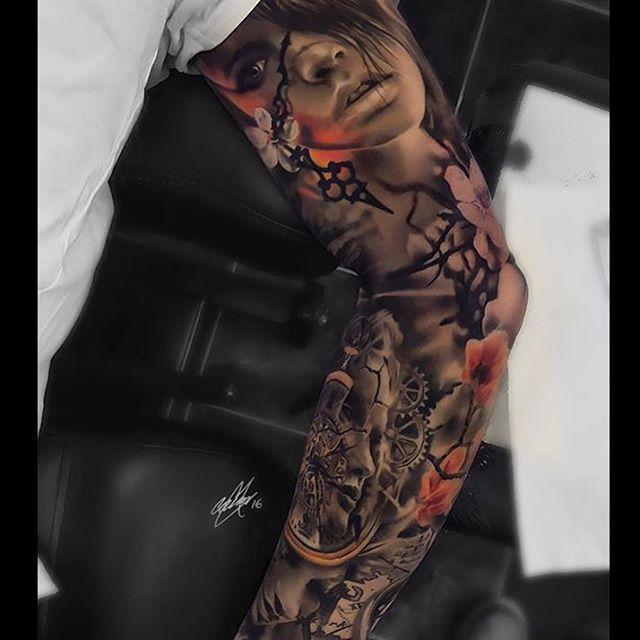 #tattooartist : @garymossman 👌🏻👌🏻👌🏻#amazing #sleevetattoo #sleeve #tattoo #tatttoos #best #top #nice #woman #beautiful #beauty #blackandwhite #black #clock #clocktattoo #realistictattoo #realism #art #artist #artwork
