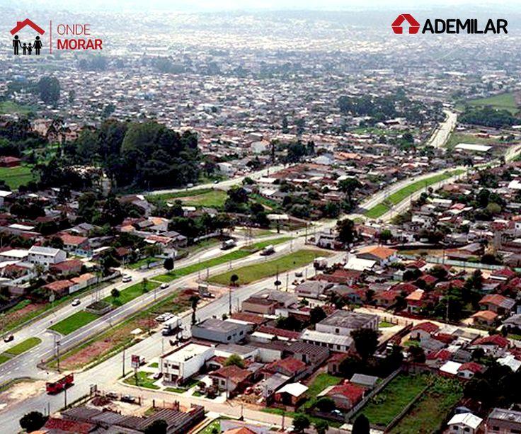 Localizado na região sul de Curitiba, o bairro Pinheirinho era passagem e pouso dos tropeiros. Surgiu a partir de uma grande fazenda, batizada com o atual nome do bairro, em função da grande quantidade de pinheiros existentes no local na época.