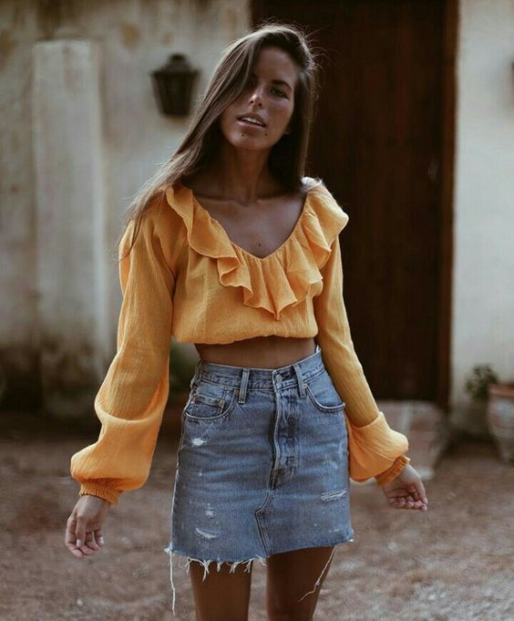 90d0b0bb50 Trendy frayed denim skirt with pretty gold ruffled top. | Fashionista in  2019 | Fashion, Style, Fashion outfits
