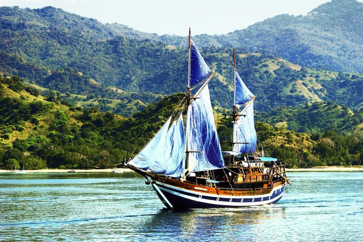 Kapal Pinisi  Salah satu mahakarya bangsa Indonesia #Indonesiahebat