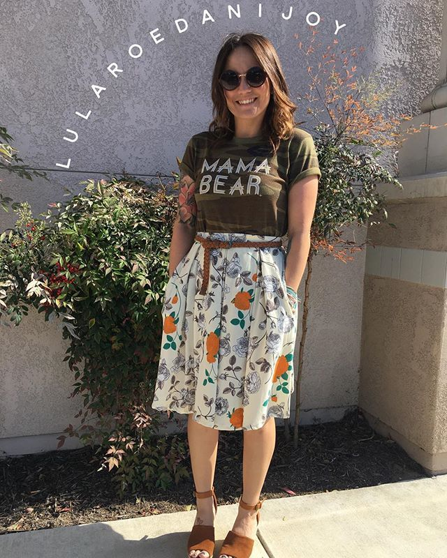 Oh what a beautiful [and hot] #spring day it is in sunny @sandiego ☀️ perfect day for an adorable #lularoemadison skirt and my fab #mamabear tee  the comfiest shirt EVER and literally goes with everything  There are only FIVE slots left for the Mystery Party (find previous post) if you wanna give Madison a whirl, or twirl ❤️!! Getchyou some new LuLa!  #lularoedanijoy #lularoe #pockets #sandiego #sandiego #sandiegoconnection #sdlocals #sandiegolocals - posted by Dani Durnal…
