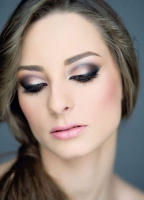 pink and grey shadow eye makeup