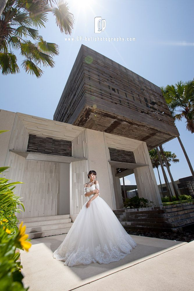 A very beautiful bride wearing a fabulous wedding dress in a super amazing villa & resort around Uluwatu area.