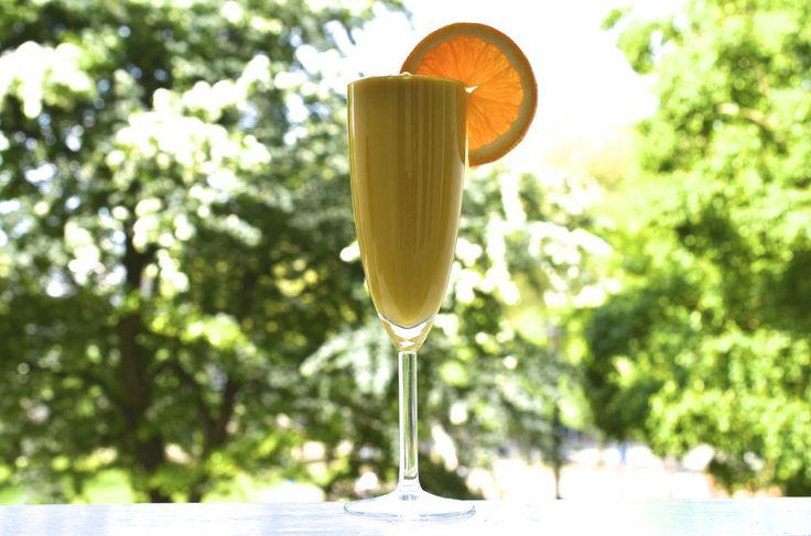 Sun Kissed Huidje -  3 middelgrote wortels 1 appel 1 duim gember 2 sinaasappels 1 citroen ½ mango ½ avocado 1 handje vol munt