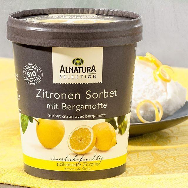 Eis geht immer ... auch wenn die Frühlingswärme noch ganz schön auf sich warten lässt. ☀ Erst recht unser neues Zitronen-Sorbet mit feinem Bergamettöl und Bio-Zitronen aus dem sonnigen Sizilien (vegan laut Rezeptur). Gibt's für 3,99 € (UVP) in unseren Alnatura Filialen. #alnatura #neuvonalnatura #zitronensorbet #sorbet #zitrone #bergamotte #alnaturasupernaturmarkt #frühling #sonne #sonnenschein