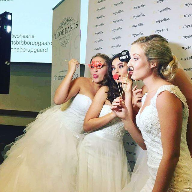 myselfie. er perfekt til bryllup, da gjestene kan ha det gøy samtidig som man får lagret masse gode minner fra den viktige dagen! #photobooth