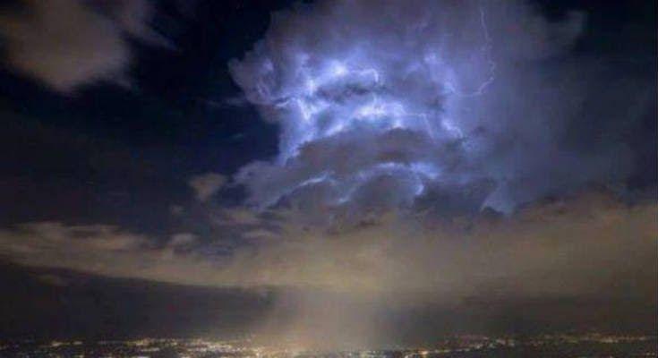 Περίεργα σύννεφα πάνω από το Cern προκαλούν ανησυχία [Βίντεο]
