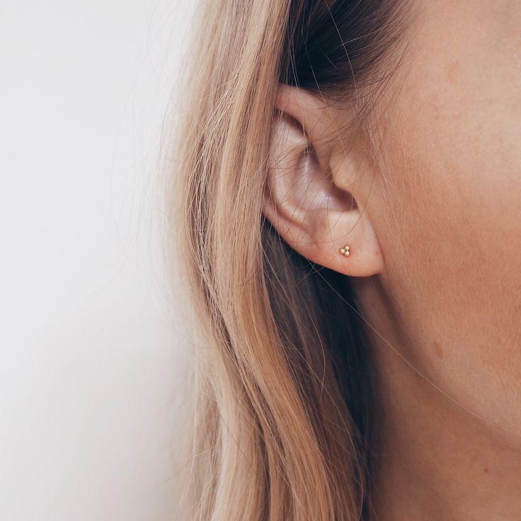 Sarah & Sebastian minimal ear stud. Via Mija