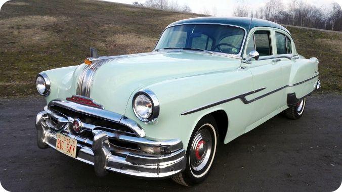 Der Pontiac Chieftain Deluxe ist ein ideales Hochzeitsauto. Die elegante Limousine …