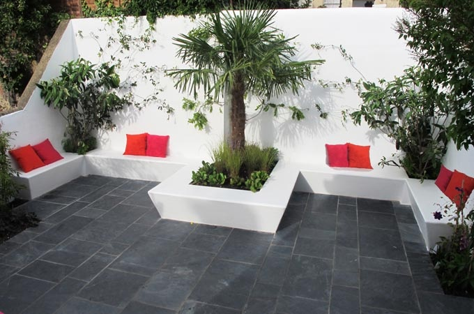 Retaining Wall Supports And Integrated Seating Planters Flag Stone Floor Garden Design Garden Bbq Garden Seating