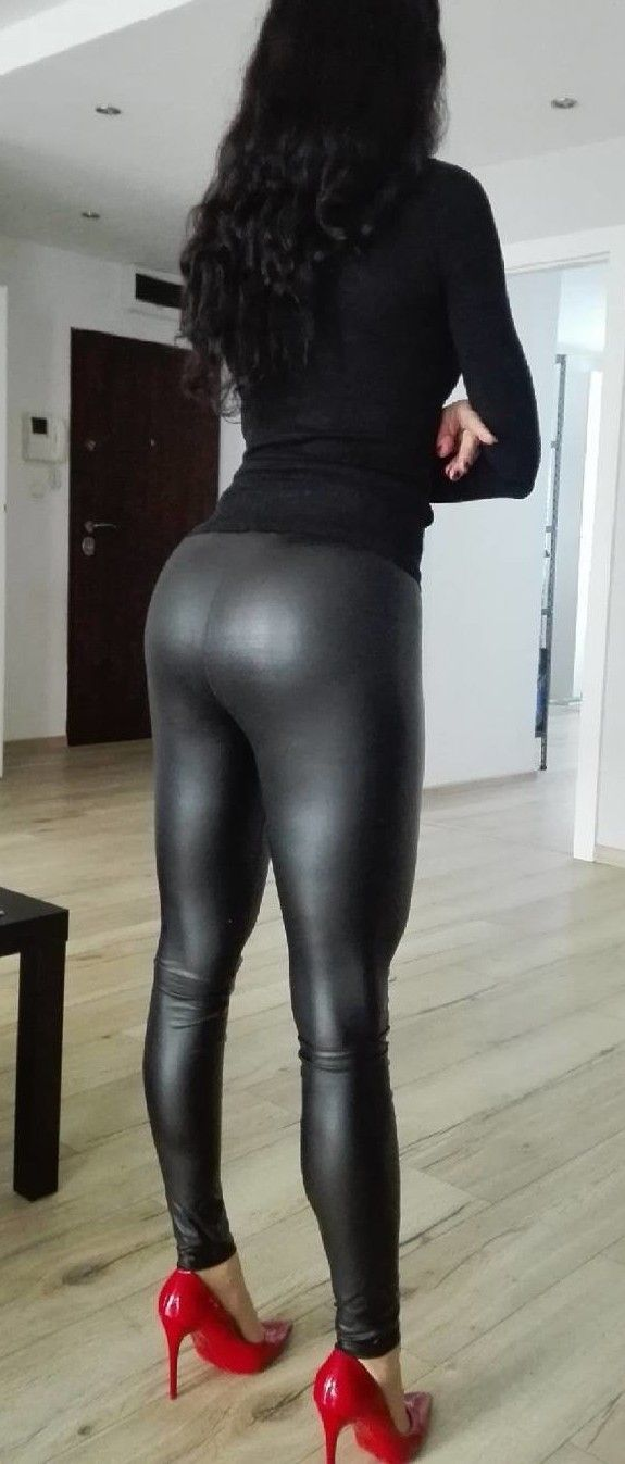 Gina tricot and latex leggings
