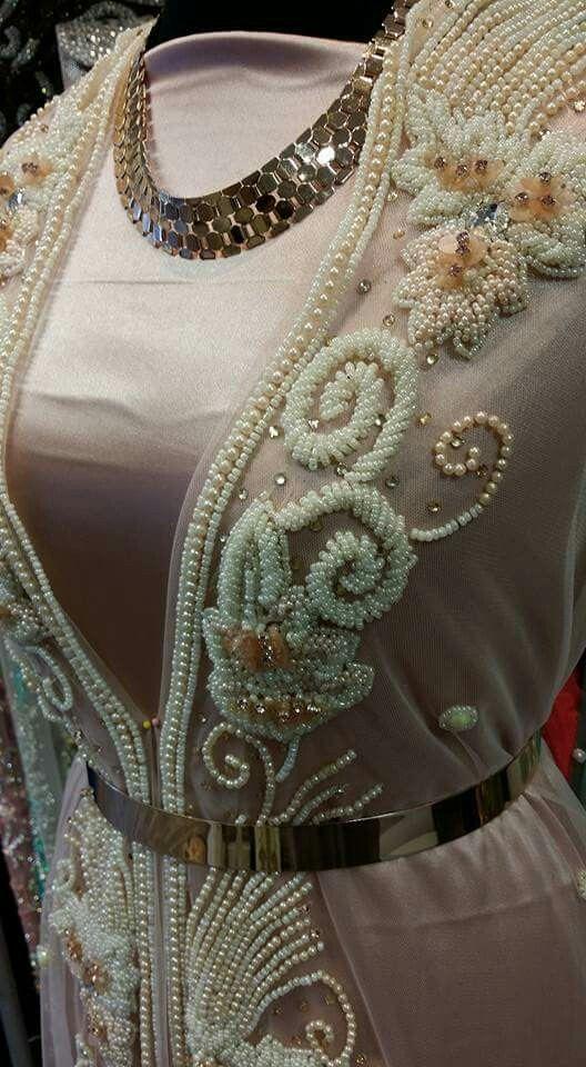 Bordado con perlas y piedras/ Maria L. Bertolino/ www.pinterest.com...