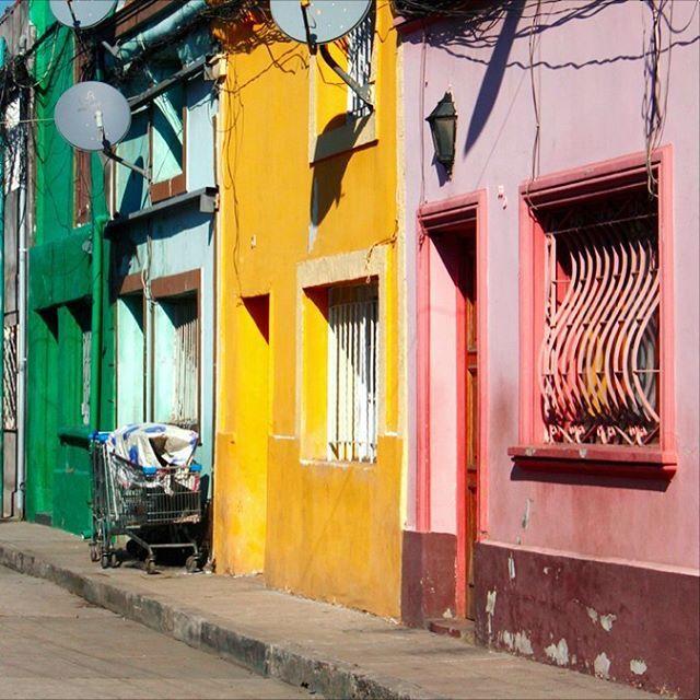 Street photograpy: Santiago de chile @laciudadalinsta .Perdido en independencia :)…
