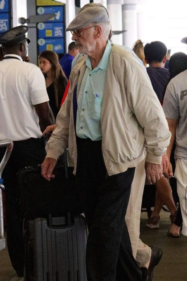 Sean Connery makes rare public appearance in Airport                                                                                                                                                                                 Mais