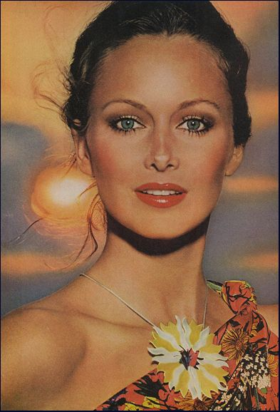 Karen Graham was the first model for Estée Lauder cosmetics & she had beautiful face and eyes...
