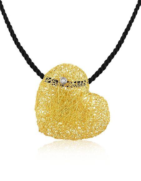 Pendente a cuore realizzato con fili in oro 18ct quasi a tessere una tela, da qui il nome del gioiello Orlandini.              Incastonato un diamante di 0,05ct per un cuore veramente prezioso.Confezione regalo inclusa con Certificato di Autenticità.Made in Italy.