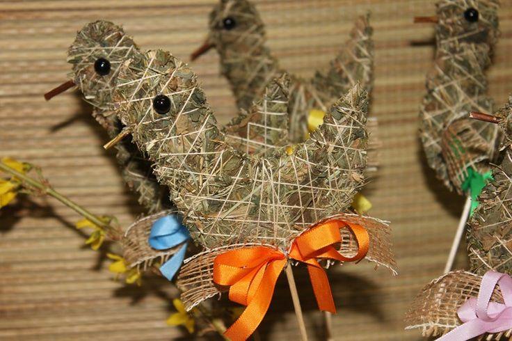 Zápich ptáček Zápich ze sena,zdobený mašličkou, v.10cm