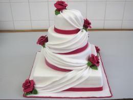 svatební se závojem http://www.cukrovi-kuncovi.cz/cukrarska-vyroba/svatebni-dorty