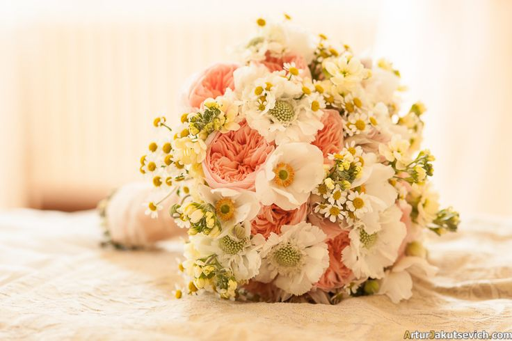 Peach tone summer rustic bridal bouquet. Your perfect wedding with www.art-flowers.cz