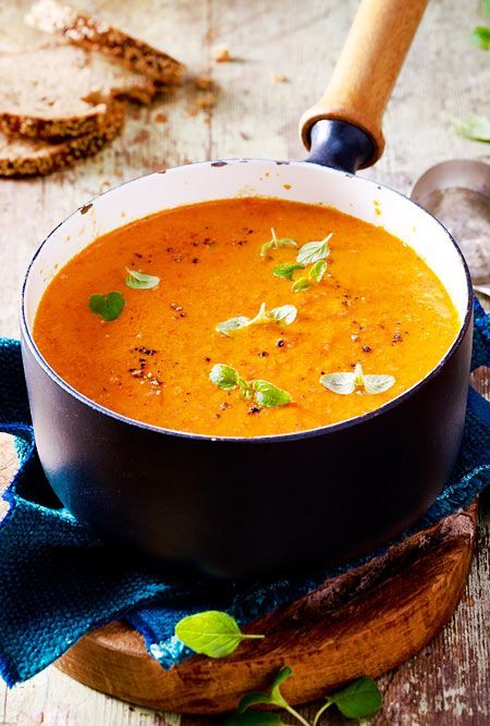 The #lowcarb soup made from roasted vegetables tastes wonderfully aromatic.   – Suppen