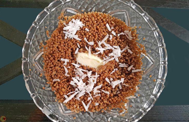 LES CELEBRES METS TRADITIONNELS SENEGALAIS A BASE DE CEREALES : LE THIAKRY Farine de mil granulé bien cuit à la vapeur, beurre, noix de coco râpée, des ingrédients pour la recette du Thiakry.