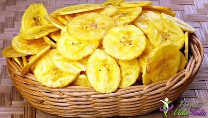 Descrição: Mais uma opção de lanchinho, Aprenda a fazer um Chips delicioso com a famosa Banana Verde. Como Fazer: Lave bem as bananas. Numa panela col