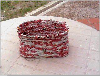 El arte del desquite: Cesta realizada en papel de publicidad