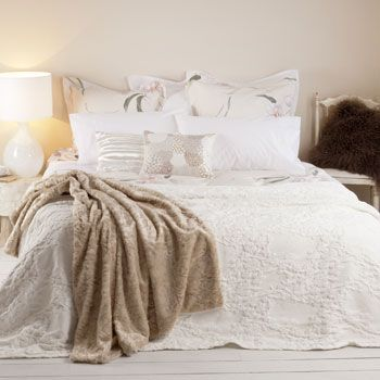 raised flowers, bedspread, 270x280, 99,-