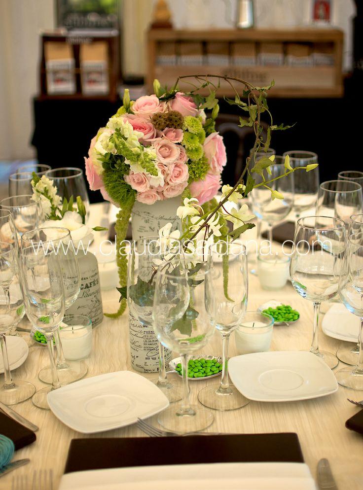 Mesa con centro de mesa rosa y verde base estilo shabby - Mesa shabby chic ...