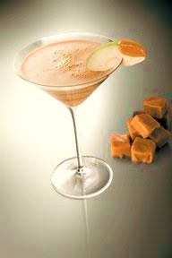 Lifestyle Maven: happy hour: creamy caramel apple martini