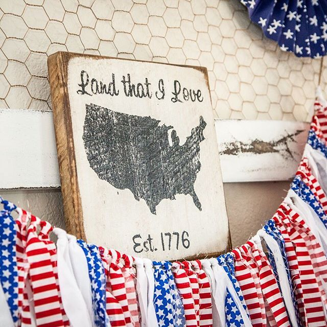 A sneak peek of my patriotic bedroom and newest DIY wall accessory