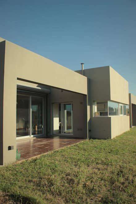 CASA MJM: Casas de estilo minimalista por JORGELINA ALVAREZ  I arquitecta I