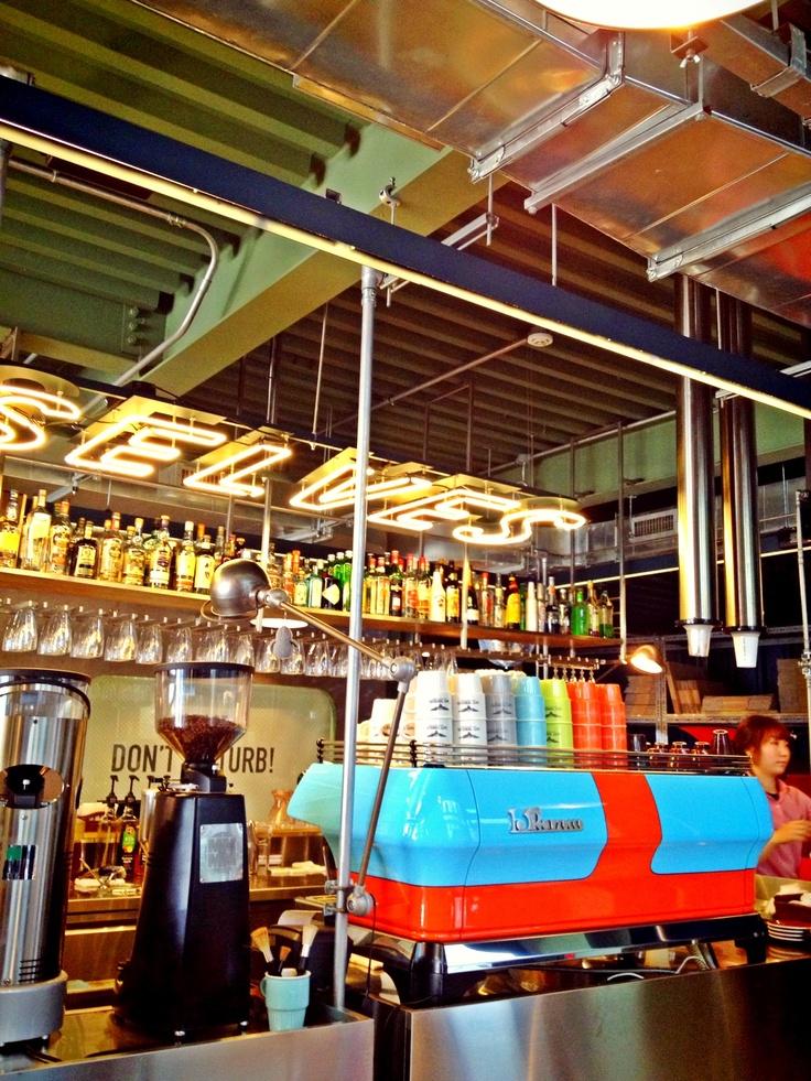 싸고 맛있는 커피공장..뎀셀브즈! 테이크아웃은 2천원 할인!
