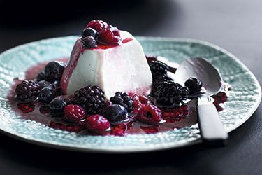Coconut vanilla yoghurt panna cotta with marinated berries