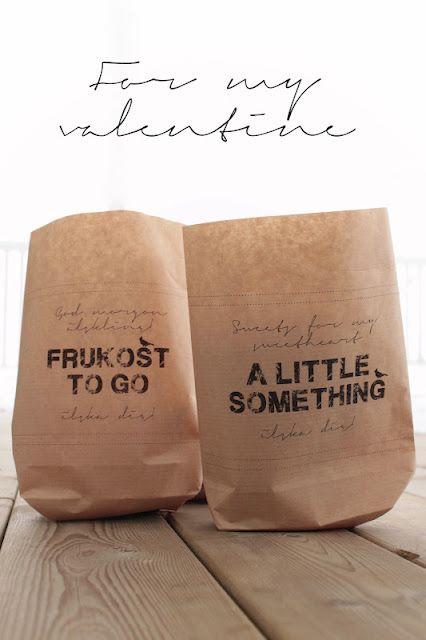 bruine zakken met stempel