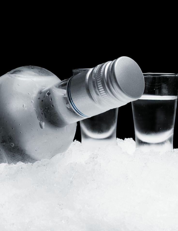 Zarezerwujemy Wam miejsce w stylowym barze, gdzie czekają już tradycyjne zakąski i wyborny alkohol. Degustacja wódki Kraków - najlepszy początek imprezy!