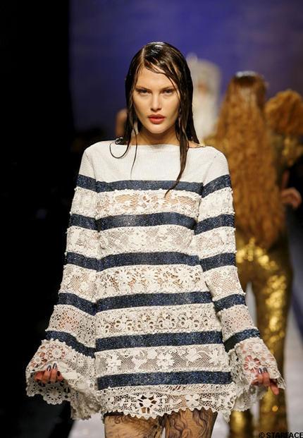 l'évolution d'un basique : la marinière - ici en dentelle - Défilé Haute couture Printemps-Été 2008.