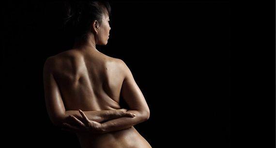 Boudoir Photography: One-light Setup for Capturing Low Key Body Details