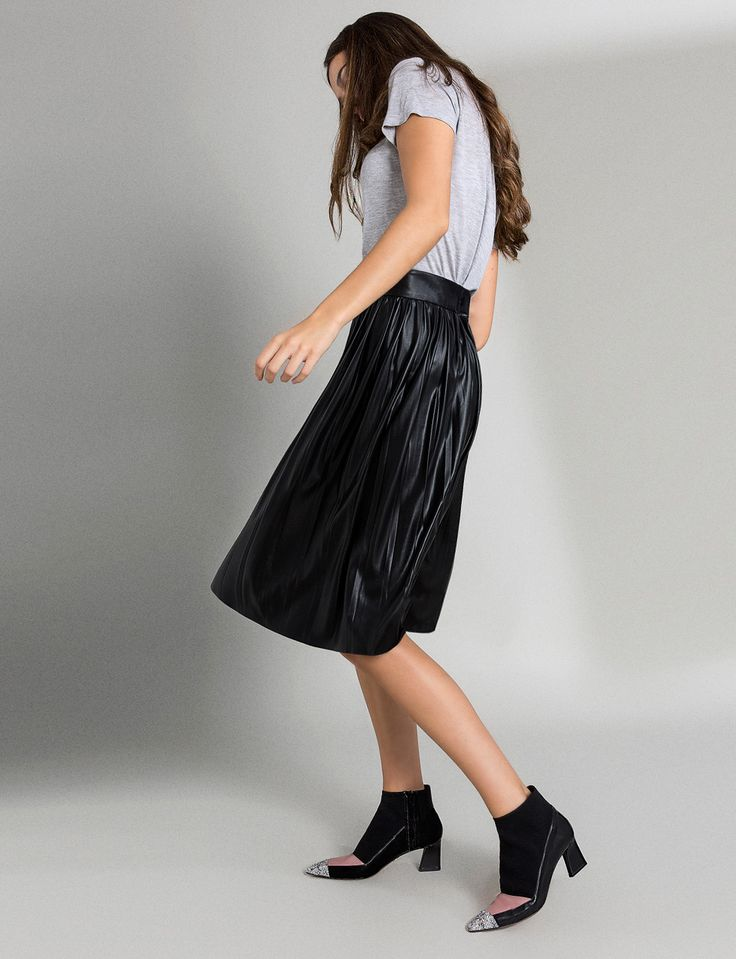 Venta online de zapatos de diseño. Un nuevo concepto en calzado para momentos especiales. Zapatos de fiesta, ideas para bodas e invitadas. Hechos en España.