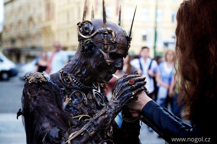Zombie cosplayer - Imgur