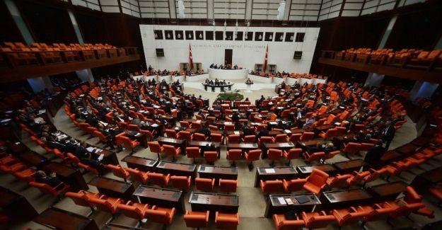 Teklifin 4. ve 5. maddeleri kabul edildi Türkiye Büyük Millet Meclisi (TBMM) Genel Kurulu'nda, Anayasa değişikliği teklifinin 4. ve 5. maddeleri kabul edildi. http://feedproxy.google.com/~r/dosyahaber/~3/rWLvqfHO3PM/teklifin-4-ve-5-maddeleri-kabul-edildi-h11482.html