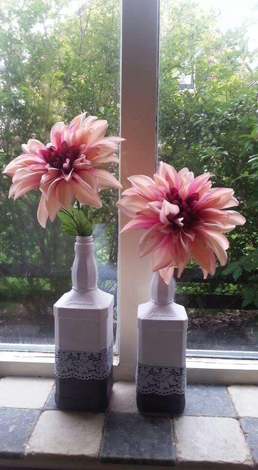 Zelf gemaamt van jack daniels flessen en bloemen van de action #action #bottle #fles #flower #pink #grey