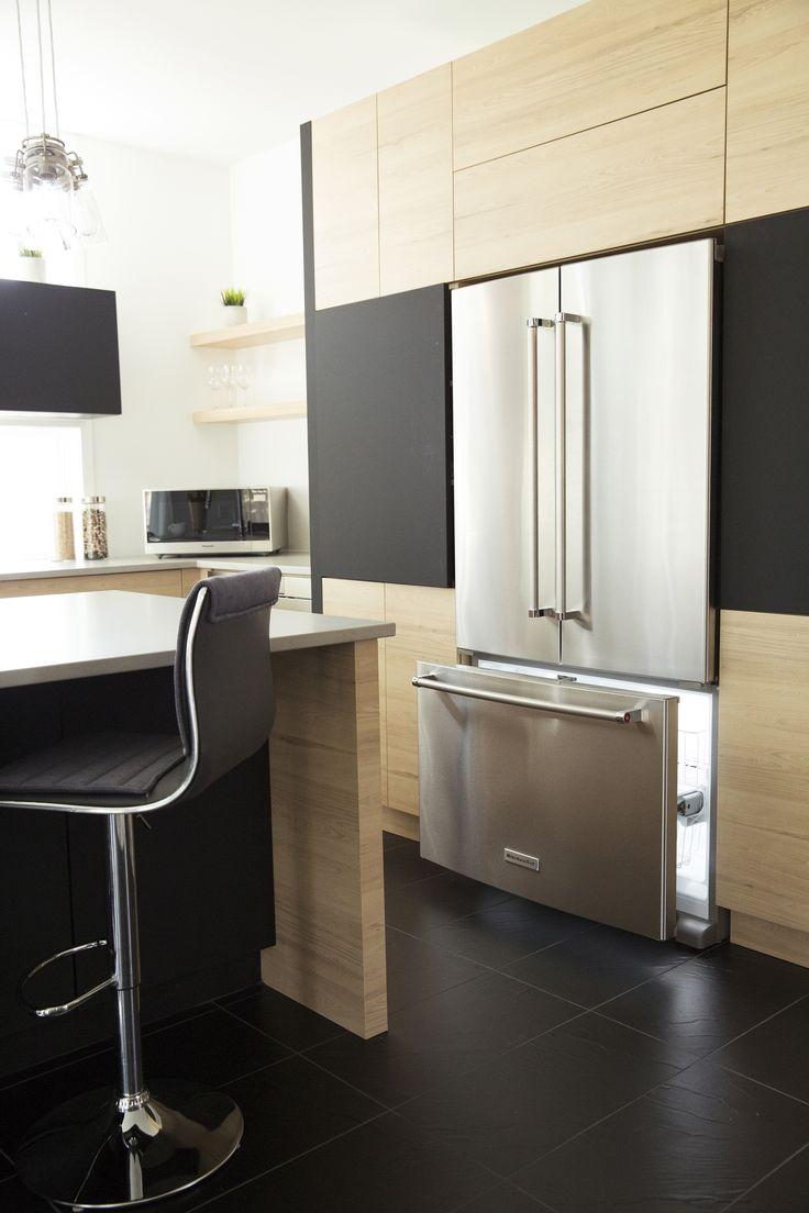 Toute la place qu'il faut pour vos petits plats congelés // All the space you need for your frozen culinary delights #Cuisine #Électroménager #Acierinoxydable #Décorationd'intérieur #Kitchen #Appliance #Stainless #Homedesign #Inspiration