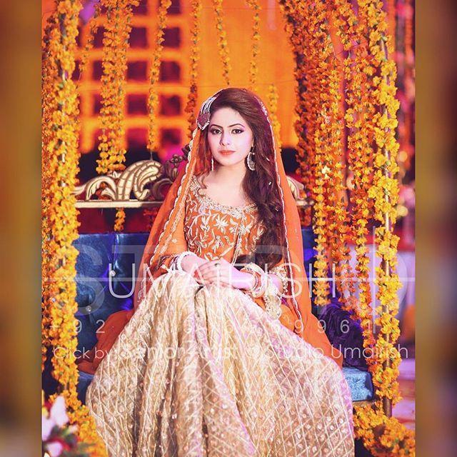 Bride in her mehndi dolly..#umairish #studioumairish #signature #teamumairish #mehndishoot #baratshoot #walimashoot #bridaldresses #asainweddings  #pakistanibrides #abbottabad #islamabad #lahore #karachi #UAE..
