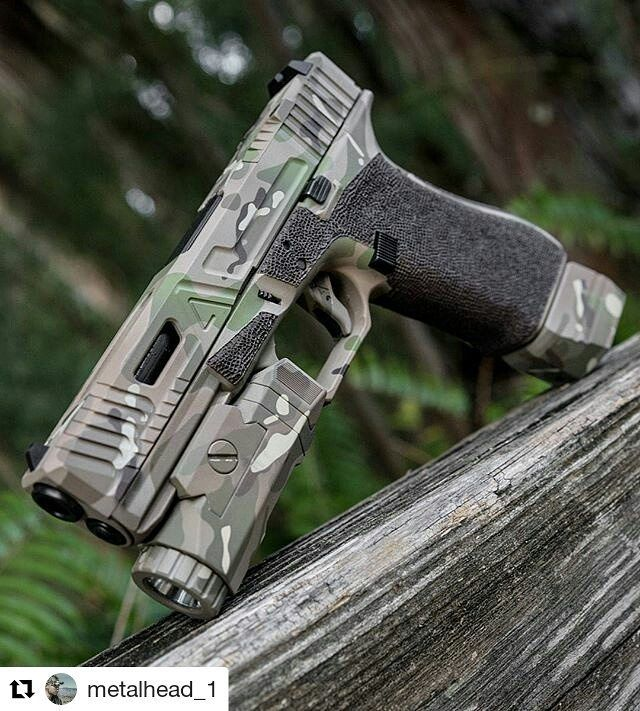 Bad ass Agency Arms custom Glock 17 with inforce01 APL & Falkor defense Velocity mag extension. Multicam cerakote by blowndeadline the cerakote slayer